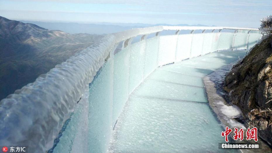 寒潮来袭 广东最高玻璃桥桥面被冰封