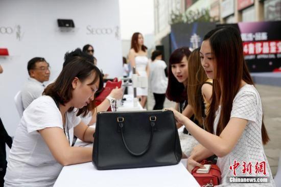 海外代购售假调查:有人在海外设厂专门生产高仿货