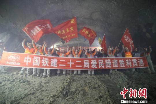 中国高寒地区唯一极高风险隧道贯通 全长2940米