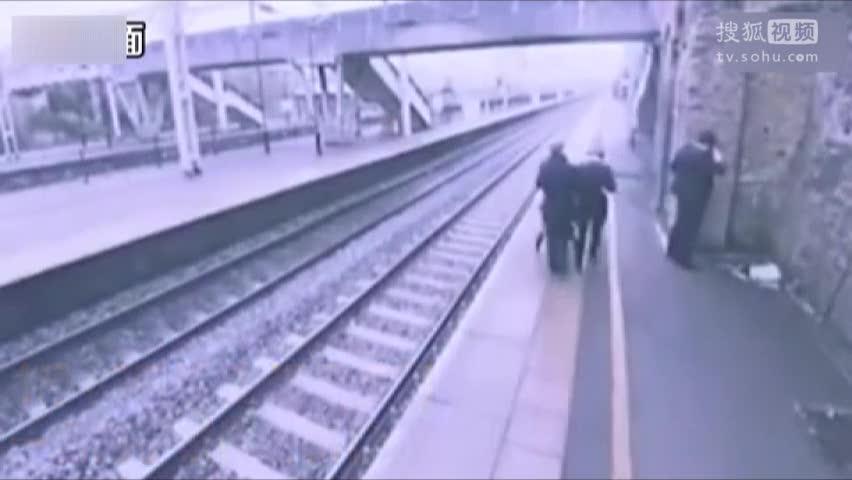 男子欲撞高铁自杀被小伙瞬间拉回