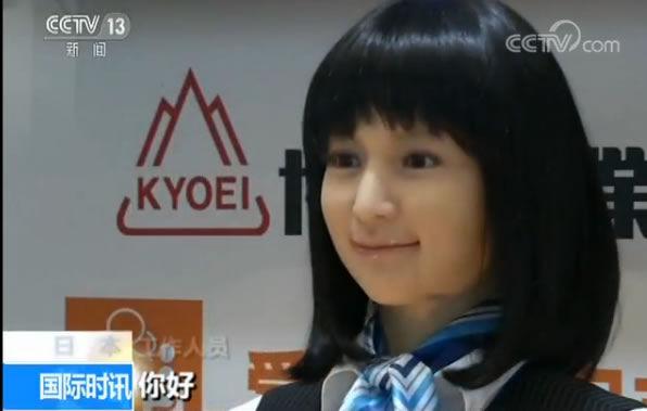 东京机器人展:叠衣服机器人两分钟内叠完一件T恤衫