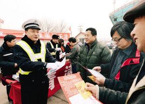 广东交警:春运将现5个出行小高峰 这些路段易堵