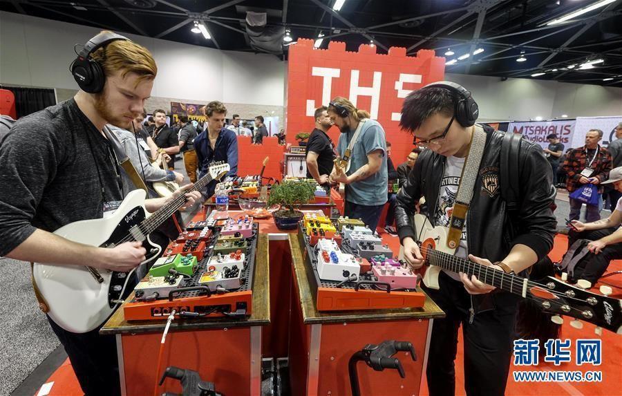 美国阿纳海姆举行乐器展 各类乐器齐亮相