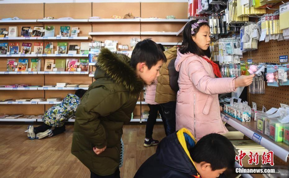 """""""无人超市""""亮相 学生""""刷脸""""购物父母买单"""