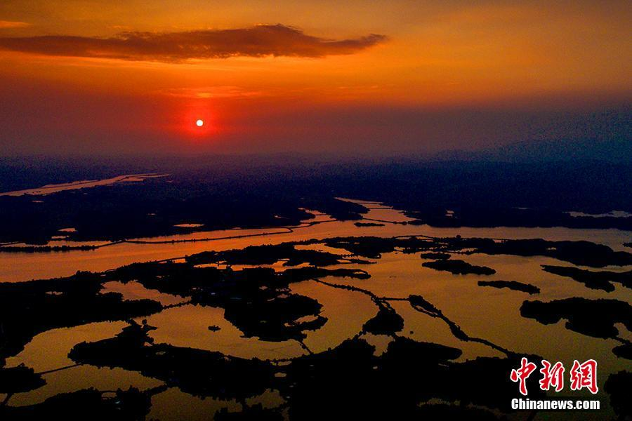 航拍湖南舂陵国家湿地公园 山环水绕美若画卷