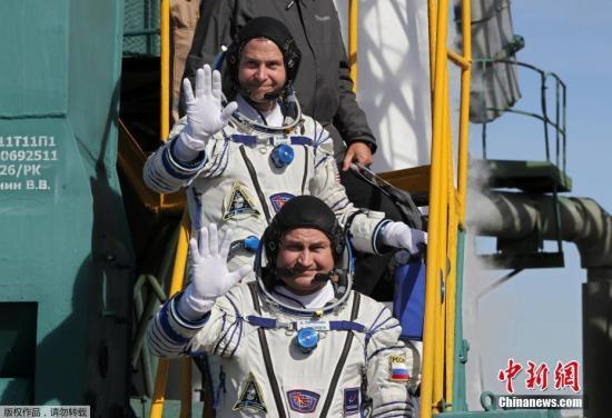 俄飞船发射失败 两名宇航员生还 升空任务暂停