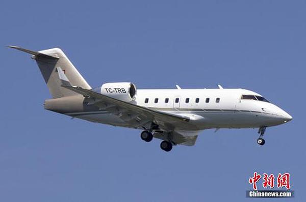 德国一架私人飞机意外开进人群 造成3死8伤