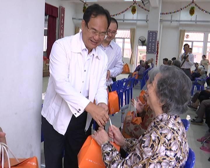 市领导重阳节慰问百岁老人及供养特困老人