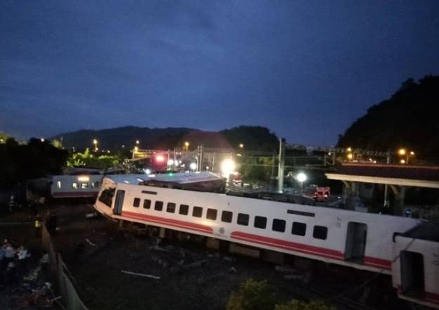 台湾火车出轨已致18死!Ella杨丞琳欧阳娜娜等发文祈祷