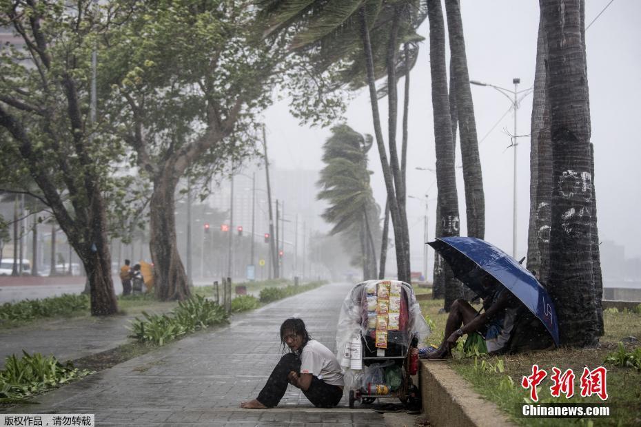 """""""玉兔""""登陆菲律宾 多地遭狂风暴雨"""
