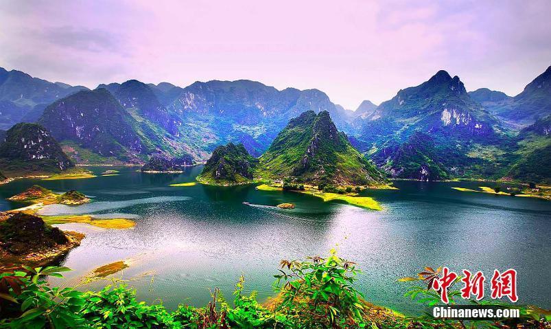凌云浩坤湖如世外桃源