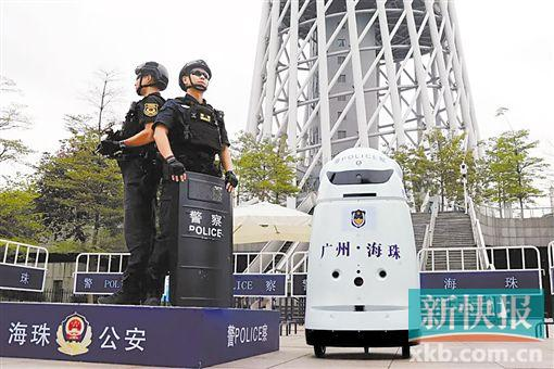 """广州首个警用机器人""""安安""""上岗 高科技技术无一不能"""
