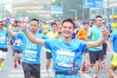 """15个国家和地区 1.5万名马拉松选手齐跑""""肇马"""""""