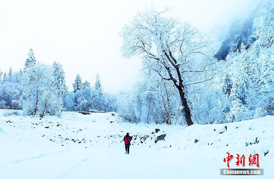 四川理县景区迎来瑞雪