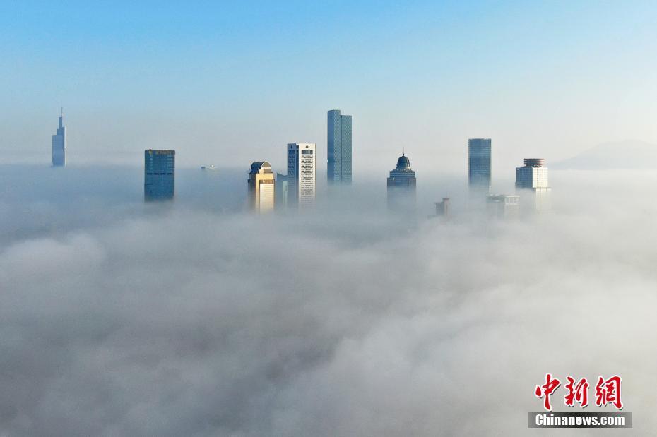 南京城市楼宇似天宫