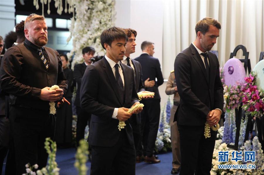 萊斯特城隊在曼谷參加老板維猜葬禮