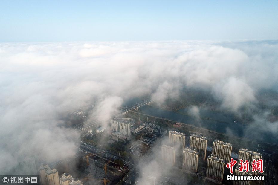 湖北襄阳雨后初晴云雾缭绕宛如仙境