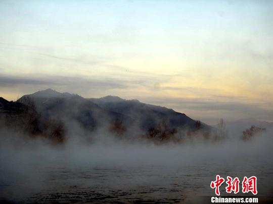 鸭绿江雾气萦绕似画