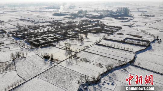 皑皑白雪下现冰雪村落