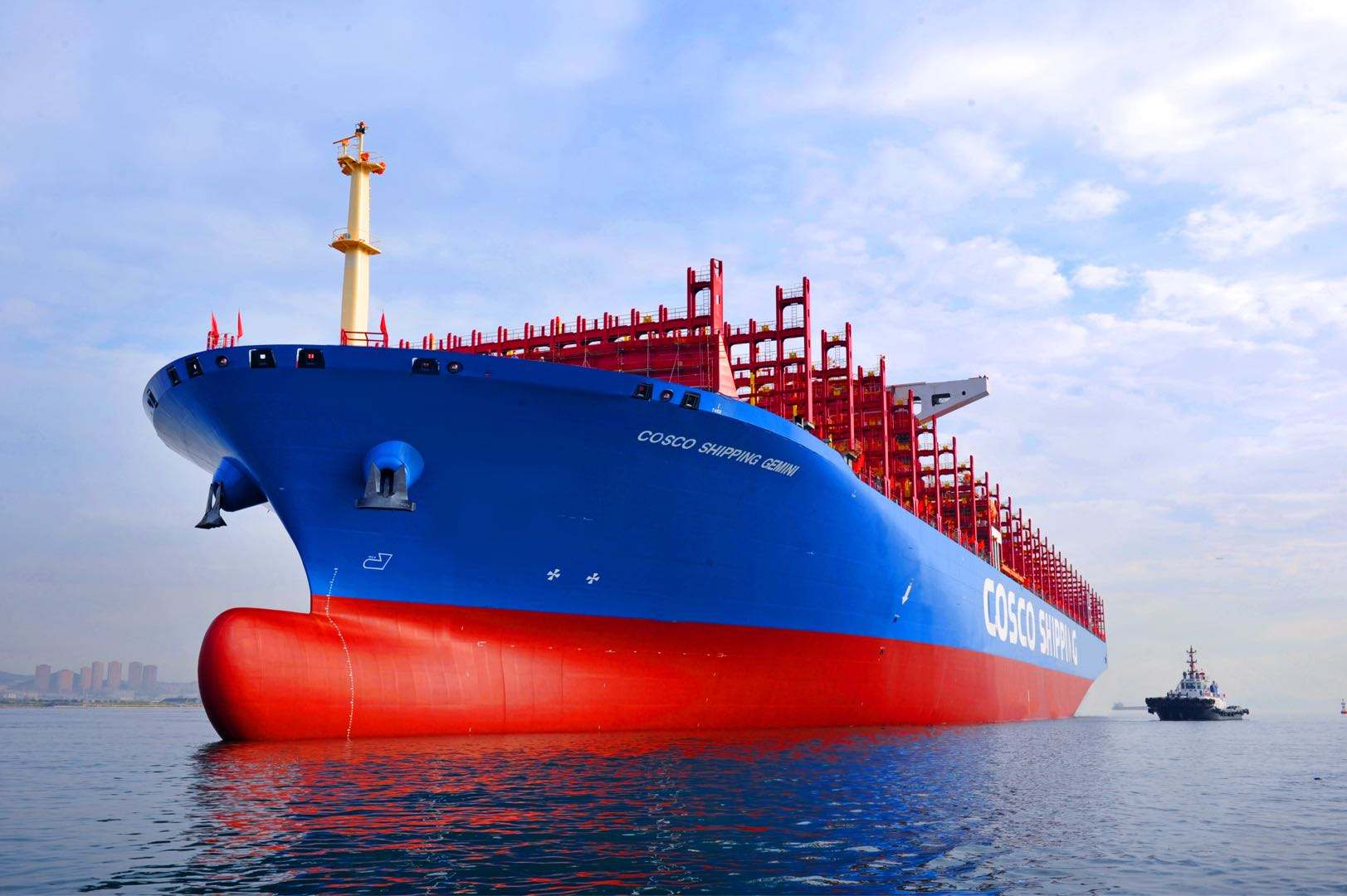 全球首艘1400箱双燃料集装箱船于广州交付