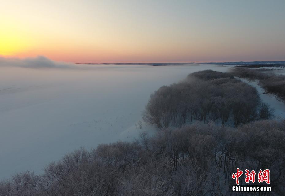 黑龙江呼玛段现雾凇美景