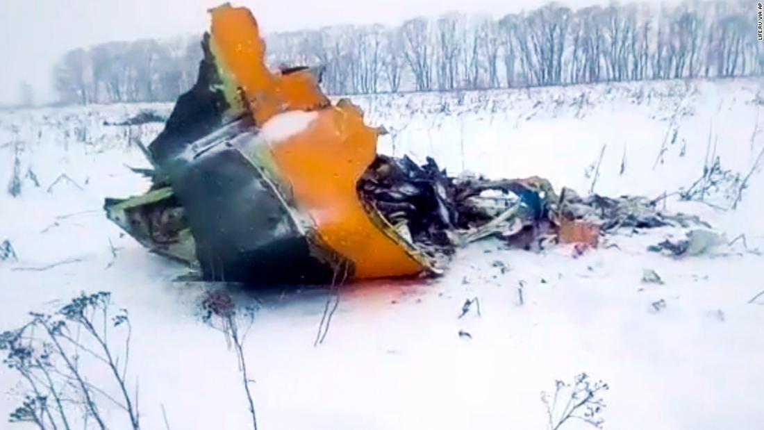 监控捕捉莫斯科载71人客机坠毁瞬间