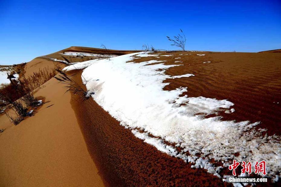 张掖瑞雪落沙海风景美