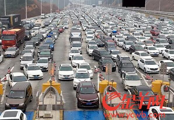 广东出省北上高速车流暴增:有路段增9倍,最长车龙22公里
