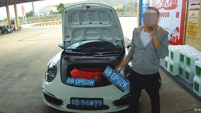 深圳保时捷珠海疯狂飞车 遇交警马上打开车头盖