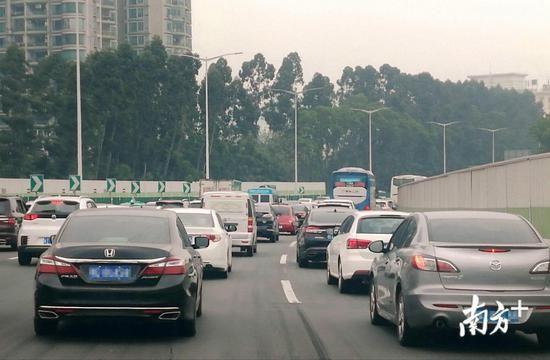 返程高峰:广东省28个高速路路段或现拥堵