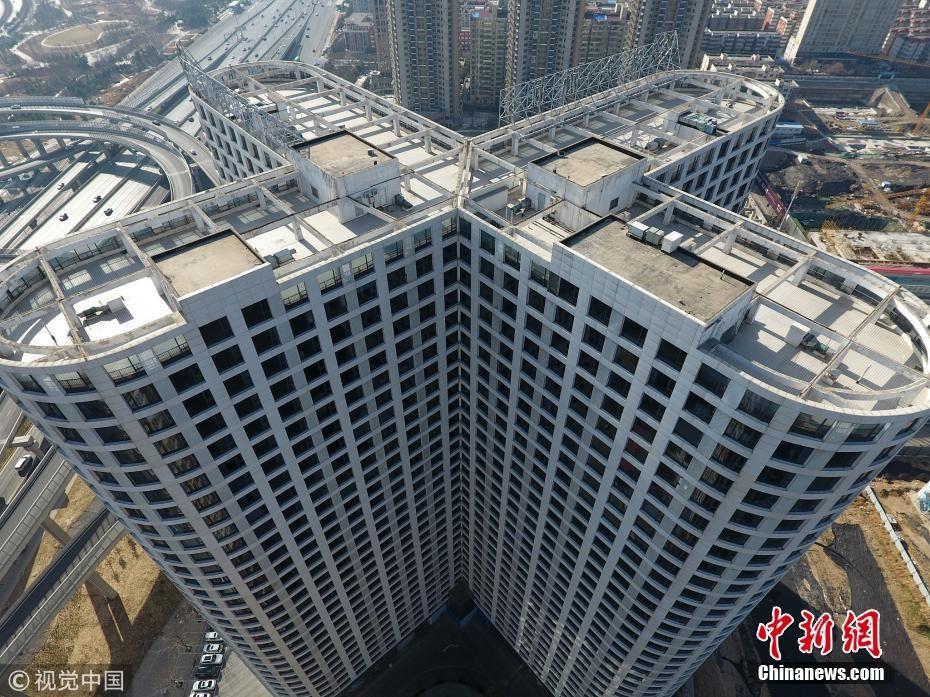 郑州大楼安装3千窗户