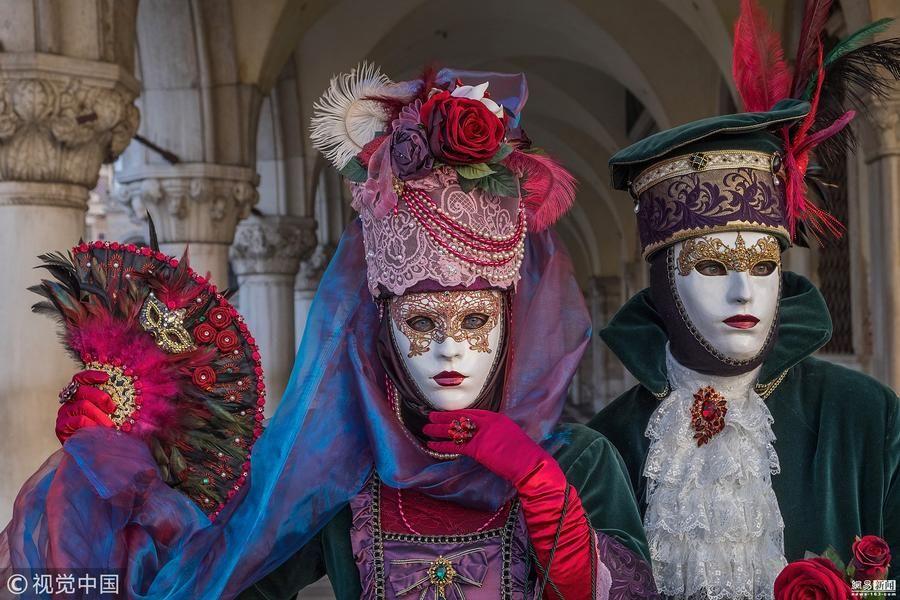 威尼斯狂欢节来临 市民盛装出行