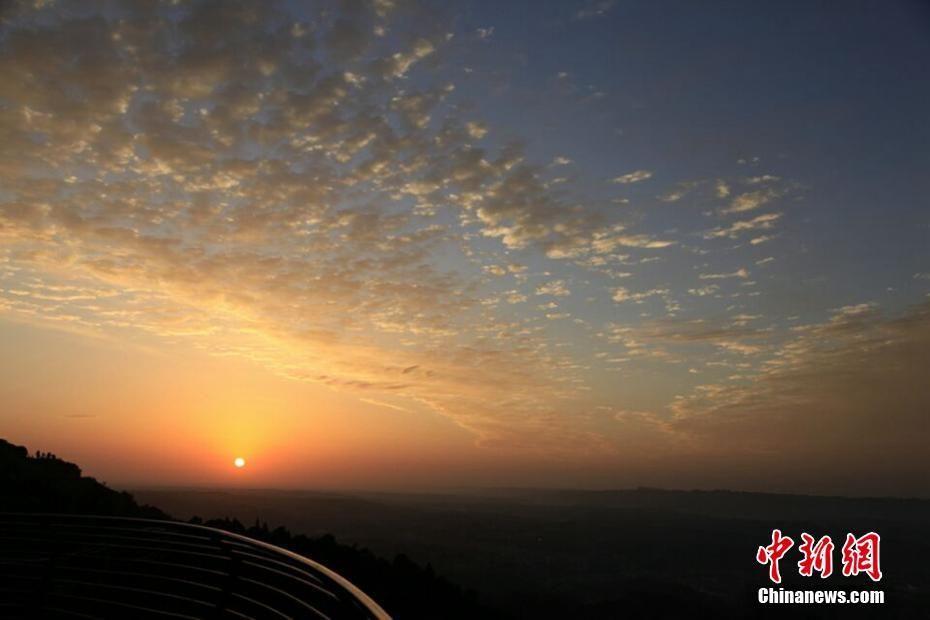 四川蒙顶山云海日出 景色迷人