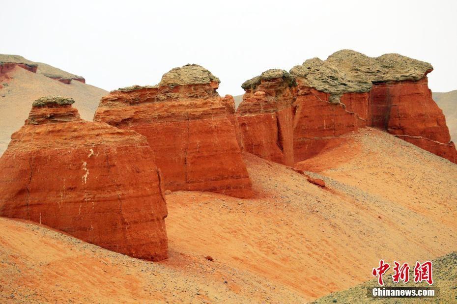 新疆深处隐匿红色城堡