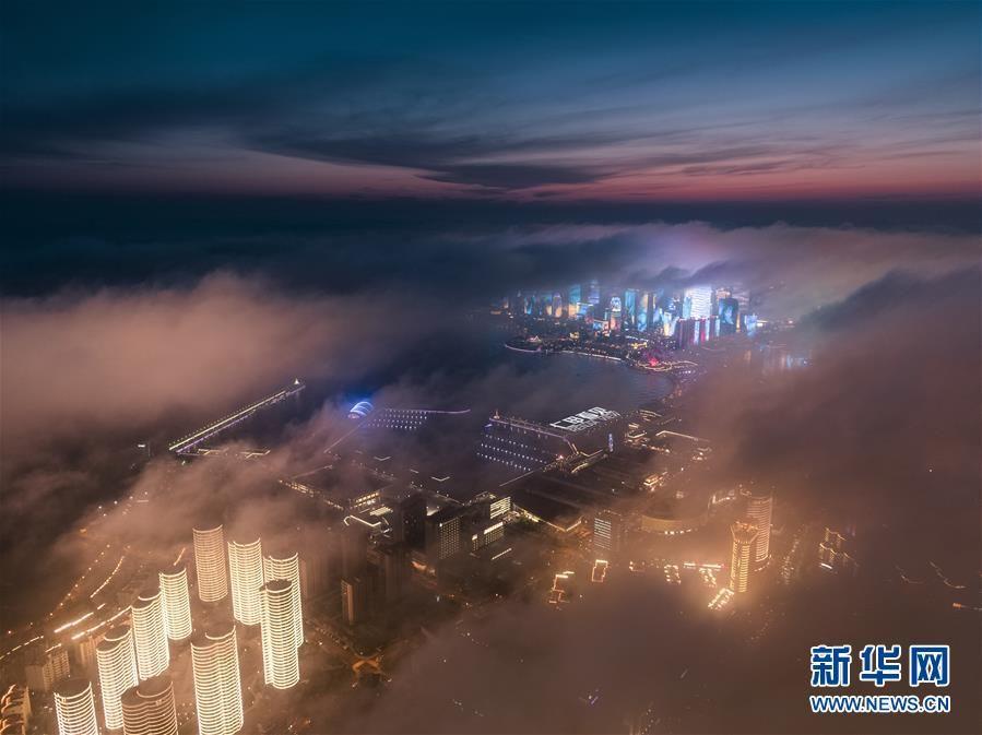 青岛现罕见平流雾美景