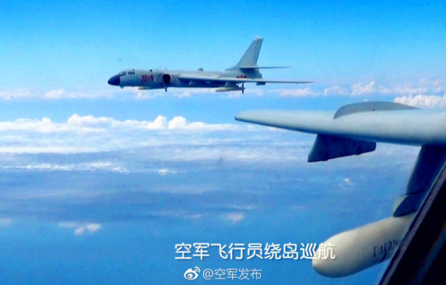 空军多架轰6K战机绕飞祖国宝岛,挂弹与高山合影