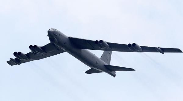"""美军轰炸机""""飞近""""广东沿海?国防部:情况均在中方掌握中"""