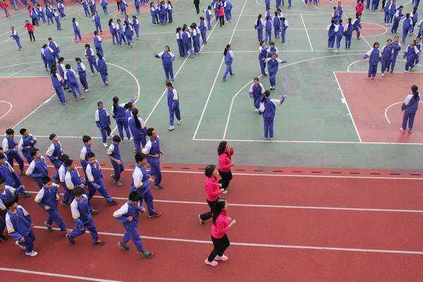 广东:中小学当日没体育课 也要集体锻炼一小时