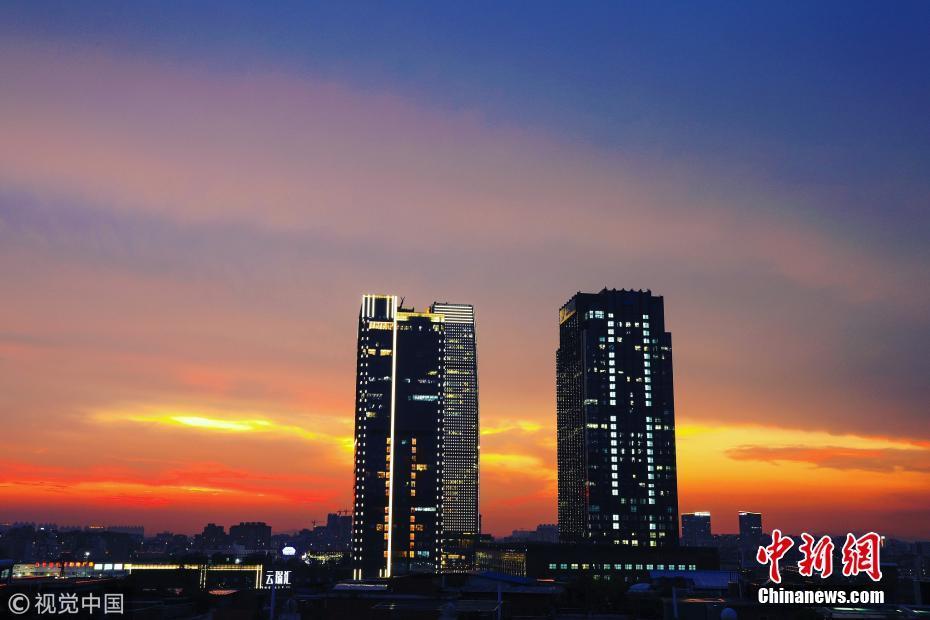 广州上空出现绚丽晚霞