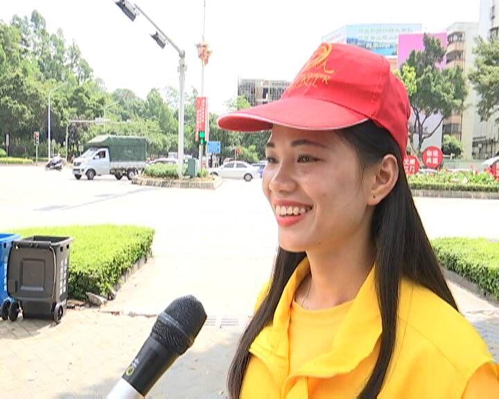 志愿者:为文明城市助力而感到自豪