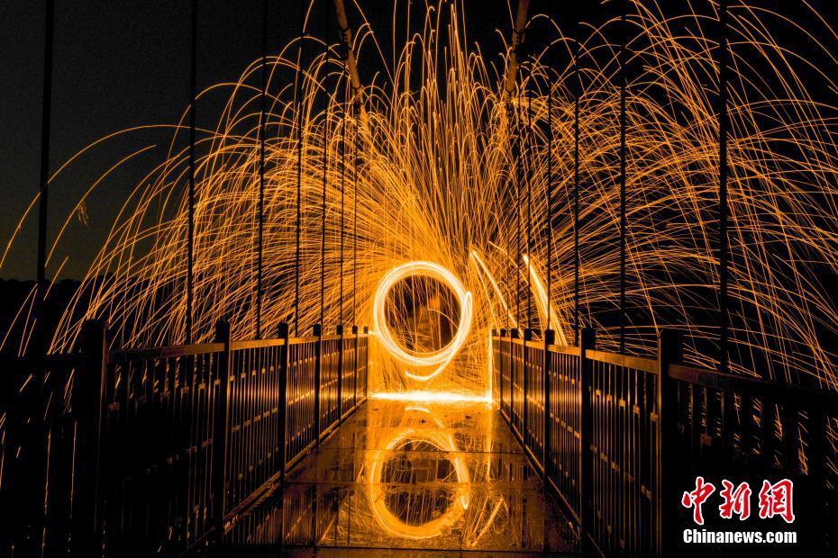 湖南长沙玻璃桥光绘秀