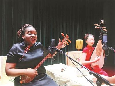 非洲女生表演苏州评弹网上走红 网友直呼真厉害