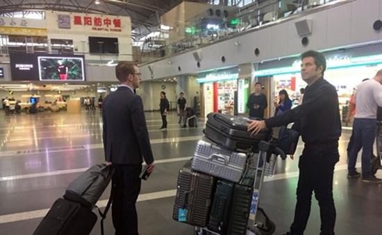 中美英等多国记者在北京首都机场集合,赴朝见证拆除核试验场
