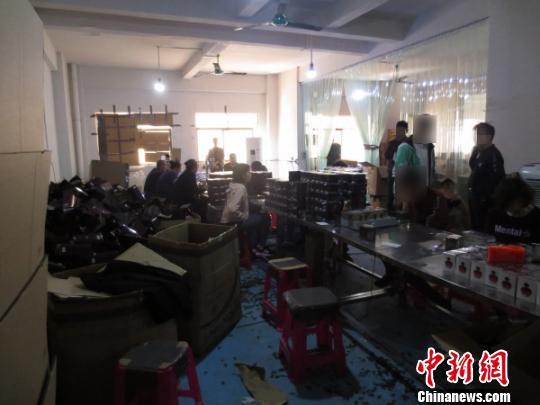 广州警方查获假冒名牌香水上万瓶