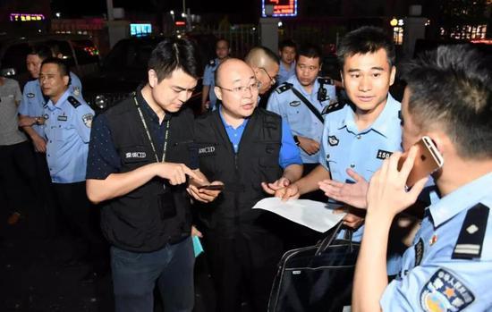 东莞警方一夜抓获350名交友诈骗犯