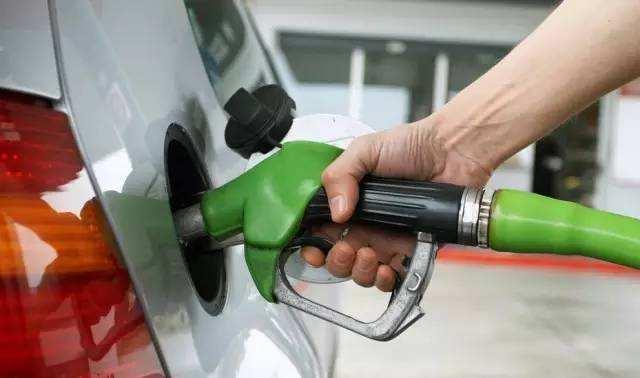 油价五连涨 加满一箱油多花10元
