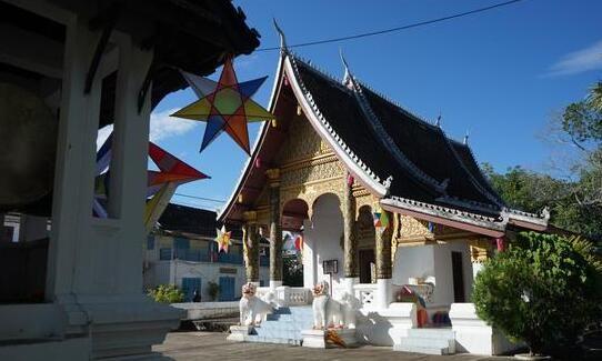 老挝,在琅勃拉邦遇见光