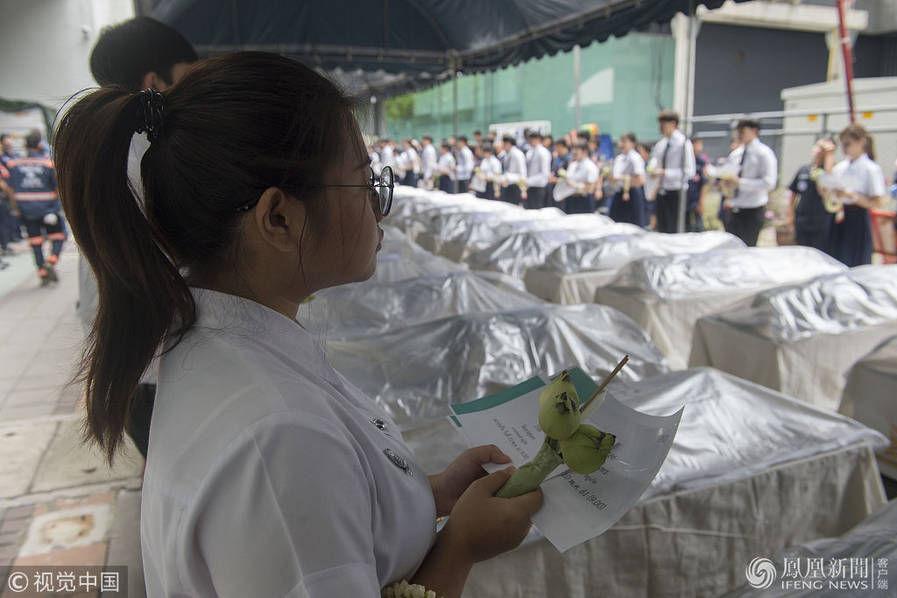 泰国医学生办宗教仪式 向数百解剖实践遗体告别