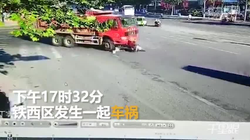 祖孙俩斑马线上横穿马路 遭渣土车碾压