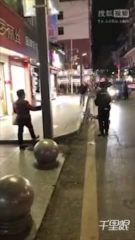 男子挟持出租车从重庆逃至四川